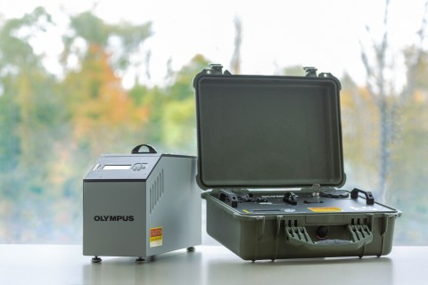 2005OEKG07Apr Benchtop BTX™ III mobile (left) and Portable TERRA™ II (right) XRD analyzers